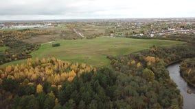 河Luchesa的美好的秋天风景 影视素材