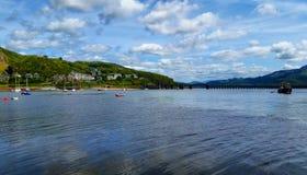河Mawddach出海口, Barmouth, Gwynedd,威尔士,英国 免版税库存照片