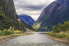 河Naeroydalselvi,挪威的嘴 免版税图库摄影