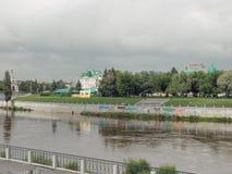 河Om的堤防 免版税库存照片