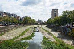 河Onyar和桥梁在市希罗纳西班牙 库存图片