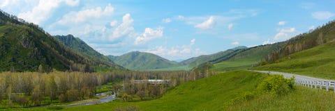 河Sema的谷阿尔泰山的 免版税库存照片