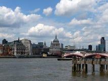 河St Pauls泰晤士视图  免版税库存图片