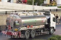油卡车容器 免版税图库摄影