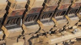 柴油卡车引擎特写镜头 引擎的检修 卡车引擎修理 股票录像