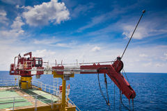 油和煤气平台起重机塔  图库摄影