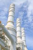 油和煤气植物冷却塔,高温废气从过程冷却作为过程 免版税库存照片