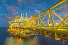 油和煤气生产平台在早晨,油和煤气事务在泰国 库存图片