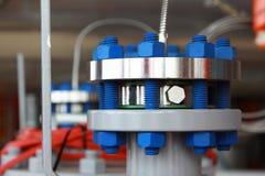 油和煤气管子安装边缘与螺柱螺栓 库存照片