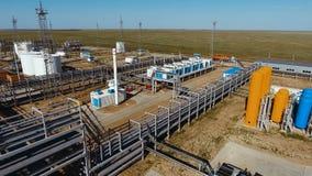油和煤气精炼厂生产工厂鸟瞰图  股票视频