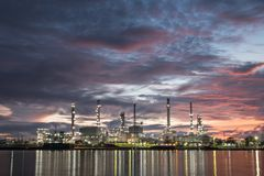 油和煤气精炼厂石油化学制品工厂 库存照片