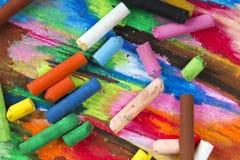 油在五颜六色的背景的柔和的淡色彩蜡笔 库存图片