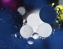 油抽象摄影下落在水的 免版税库存照片