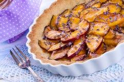 油桃tarte用淡紫色和蜂蜜 免版税库存照片