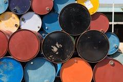油桶或化工鼓加起了 图库摄影
