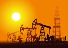 油泵和船具在日落 免版税库存照片