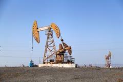 油泵在新疆,中国 免版税库存照片