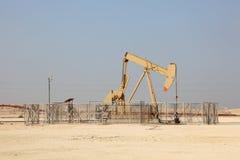 油泵起重器在沙漠 库存图片