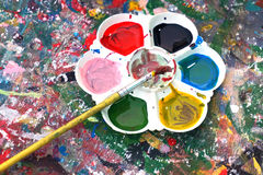 油漆刷和调色板 库存照片