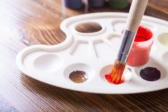油漆和画笔 免版税图库摄影