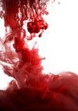 油漆在水,红色五颜六色中 库存图片