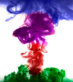 油漆在水,红色,五颜六色,蓝色,绿色,黄色中 免版税库存照片