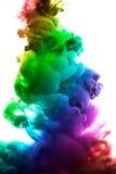 油漆在水,红色,五颜六色,蓝色,绿色,黄色中 免版税库存图片