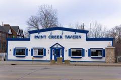 油漆小河小酒馆,街市罗切斯特密执安 库存图片