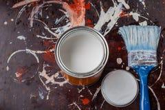 油漆测试表面上的在修理工作前 库存图片