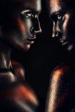 黑油漆的妇女与油漆下落  免版税库存照片