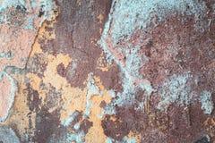 油漆背景的破裂的被风化的老蓝色削皮 库存照片