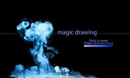 油漆蓝色云彩在水中 抽象图 免版税库存照片