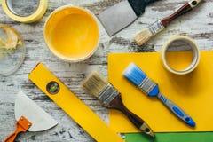 油漆,内部改善工具,看法从上面 免版税库存照片
