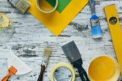 油漆,内部改善工具,看法从上面 免版税库存图片