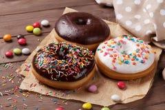 油炸圈饼和糖果 图库摄影