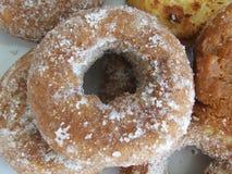 油炸圈饼和自创甜点 免版税库存照片