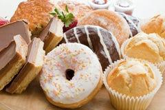 油炸圈饼和蛋糕 库存照片