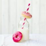 油炸圈饼牛奶 免版税图库摄影