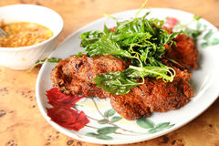 油炸用咖喱粉烹调的鱼小馅饼 库存照片