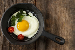 油煎例证平底锅白色的背景鸡蛋 库存图片