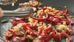 油煎在平底锅的菜 股票视频