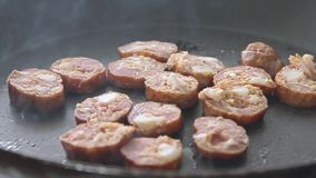 油煎在平底锅的香肠 影视素材