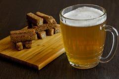 油煎方型小面包片用啤酒 免版税库存照片
