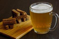 油煎方型小面包片用啤酒 库存图片