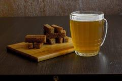 油煎方型小面包片用啤酒 库存照片