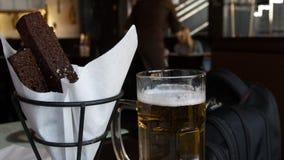 油煎方型小面包片用啤酒 图库摄影