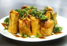 油煎的中国传统春卷食物、大盘子和se 免版税库存图片