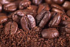 从油煎的咖啡粒的背景 库存照片