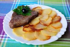 油煎的土豆小牛肉 免版税库存图片