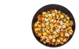 油煎的土豆用在煎锅的蘑菇 顶视图 查出 图库摄影